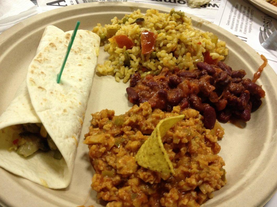 ricetta chili vitadacani. Burrito con verdure saltate e crema guacamole con panna acida, Chili, Frijoles, Paella